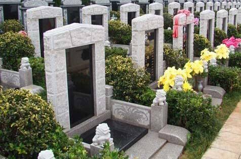 按风水讲,建造坟墓底下是黄土好哪?还是石头好?