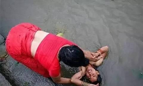 世界唯一没有寡妇女人公开沐浴的国度 美得脱尘