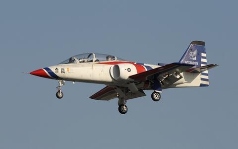 台湾一架at-3教练机训练时失踪