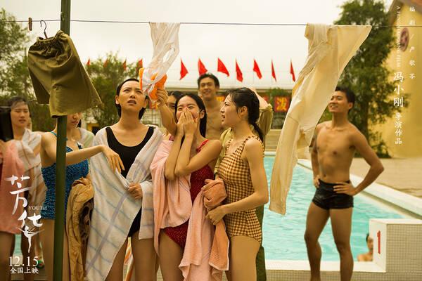 冯小刚重回贺岁档 《芳华》重现美好时代看哭两代人