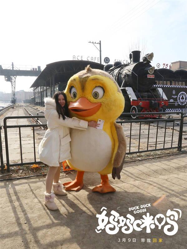 《妈妈咪鸭》京城街头卖唱寻妈 路人暖心相助黄淘淘