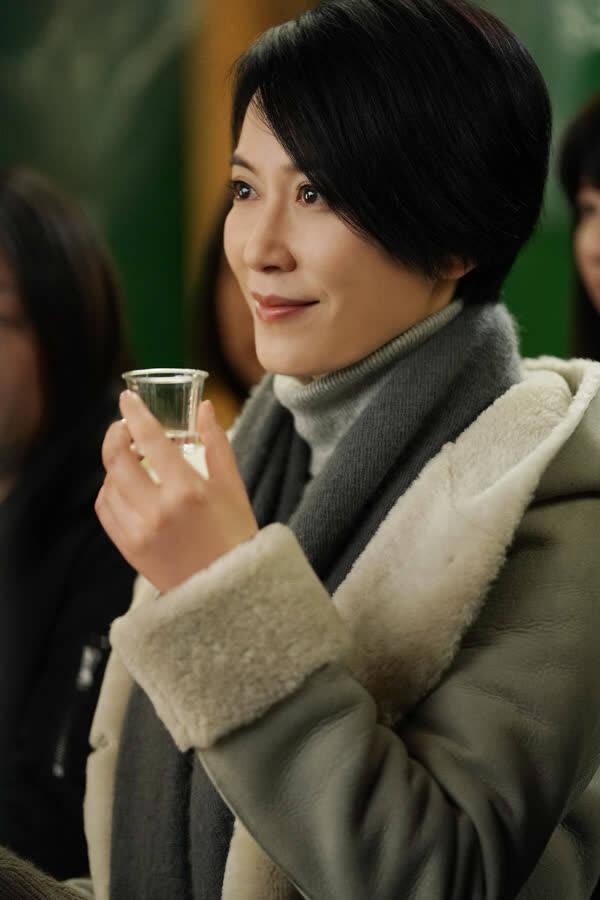 """《在乎你》北海道杀青 俞飞鸿不惧严寒""""冰桶挑战"""""""