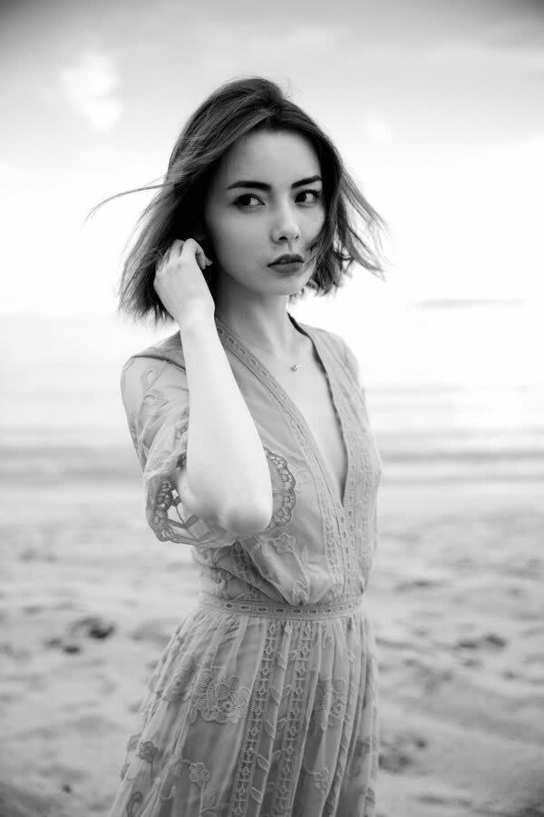 赵宇彤海滩时尚大片交卷 摩登复古质感加分