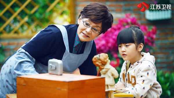 潘虹出演《我们的爱》为感恩外婆:我就是隔代带大