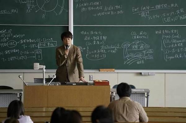 """樱井翔自曝""""学霸""""生活:大学时睡觉常被教授抓到"""