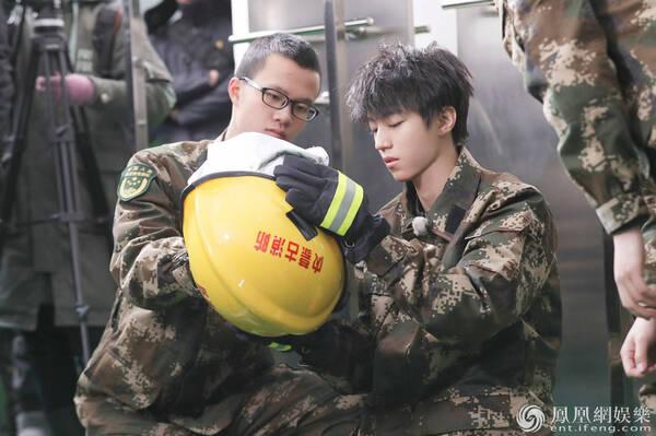 《高能少年团》进消防队演习 杨紫张一山王俊凯飙歌