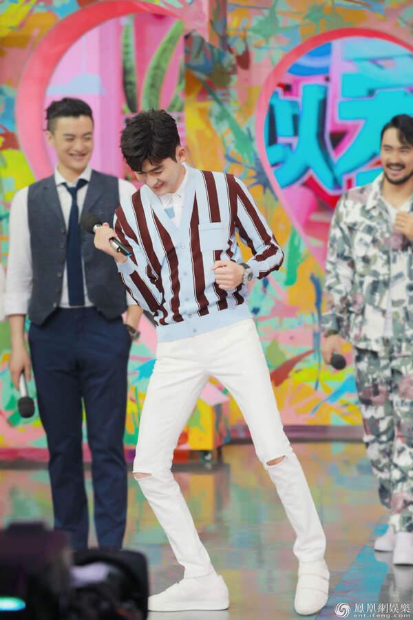 张翰《快本》身台形表全在线 即兴表演见演技
