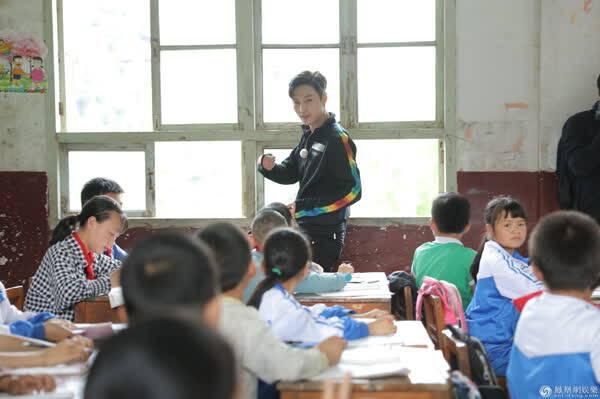 《极限挑战》走近留守儿童 体验艰苦的乡村生活