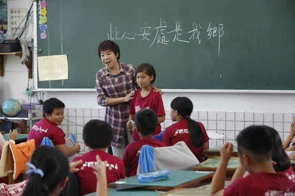 《同一堂课》于丹神提问台湾学生:陶渊明会不会种田