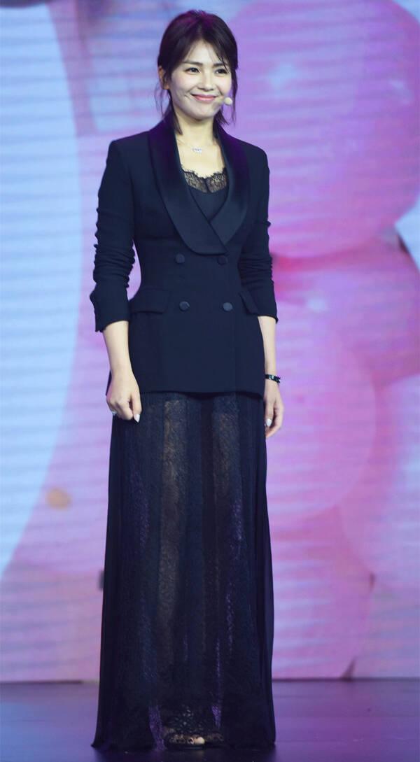 因为这个缺陷刘涛老穿诡异的黑色透视长裙(图)插图6