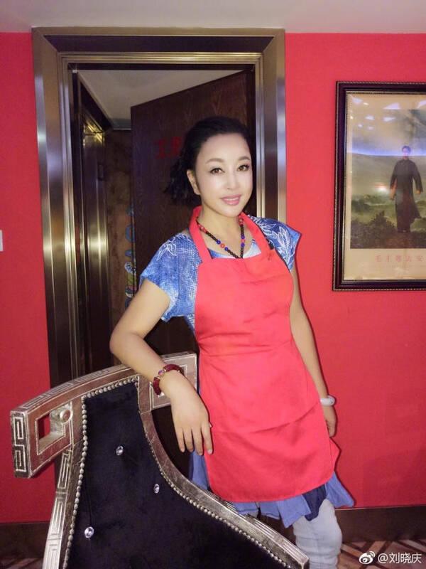 刘晓庆只是晒了吃火锅的照片,网友却都在嘲讽她