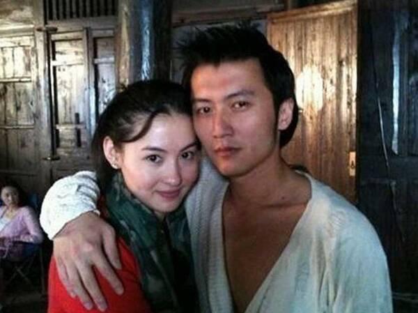 张柏芝一人背儿子看病,谢霆锋却与王菲秀恩爱被骂惨