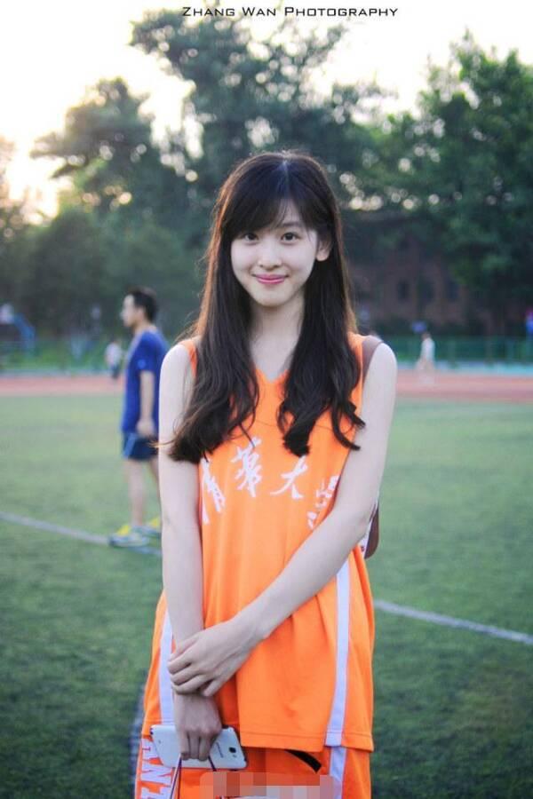 章泽天客串出演《无问西东》 19岁的她显得青涩朴素