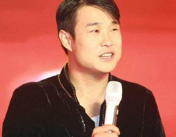 女版赵本山不顾反对嫁大十岁富豪,今46岁儿女双全