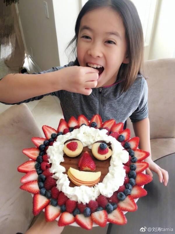 刘涛晒自制花式营养早餐 女儿的笑脸太抢镜!