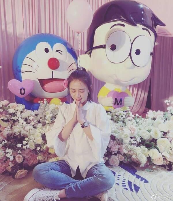 马思纯30岁生日被感动哭 甜喊欧豪:哆啦A梦你很神奇