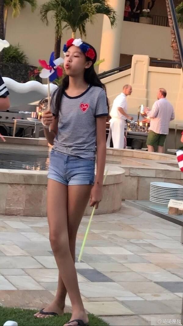 任达华女儿放学被抓拍 这大长腿和素颜太抢镜