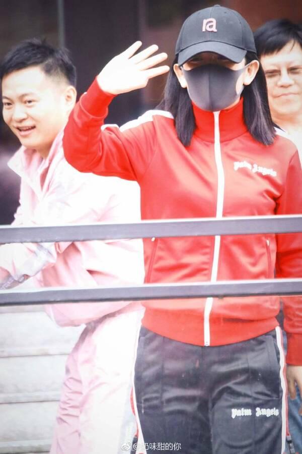《快本》欢迎谢娜回家晒五支话筒 汪涵也来助阵
