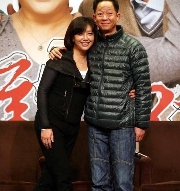 许晴这么爱他,但他却娶了小8岁的娇妻