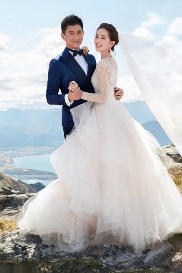 """刘诗诗夫妇旅游被偶遇 吴奇隆一个举动被赞是""""宠妻狂魔"""""""