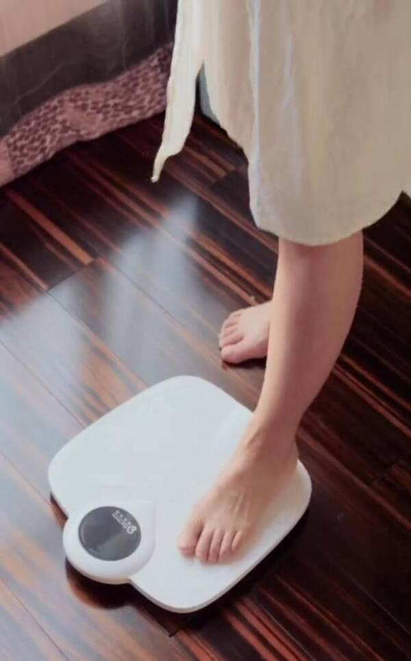 李晟产后当众称体重 自嘲孕期胖成一座山