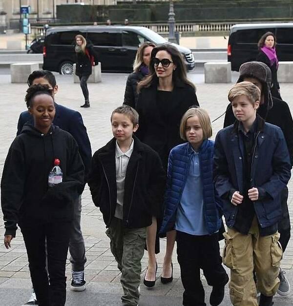 朱莉被法庭勒令修复孩子与皮特关系 否则失去监护权