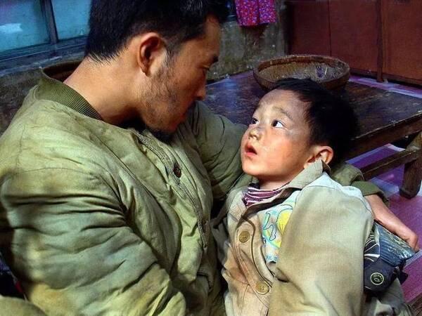 他8岁出道多次获影帝,却靠送外卖维持生计