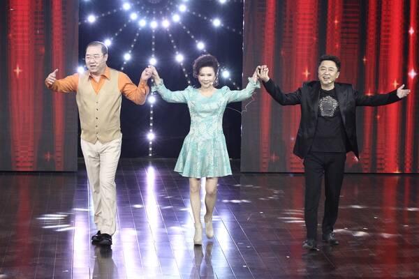 《喜剧狂》美女相声演员模仿吴莫愁 于谦收入德云部队