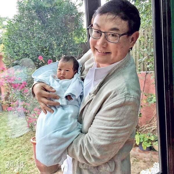 《滚滚红尘》导演65岁再当爹!小32岁娇妻产一女