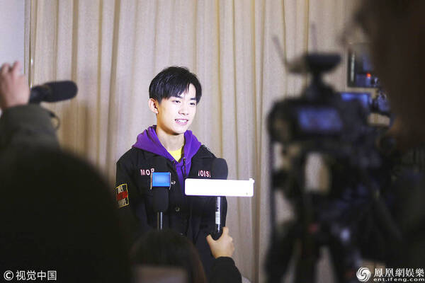 第60届格莱美奖易烊千玺受访 网友:17岁太成功
