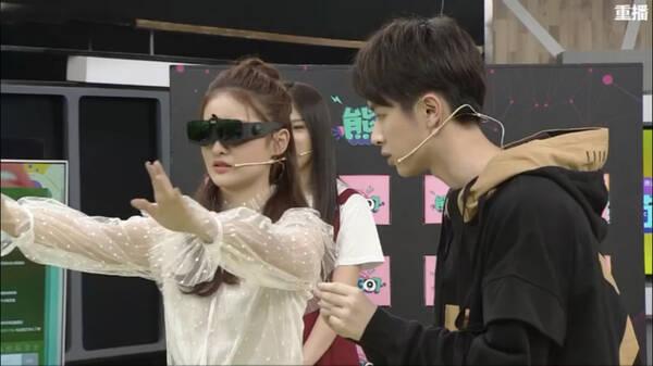 张逸杰赖雨濛做客直播节目 专业眼光谈吻戏