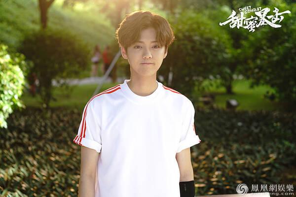《甜蜜暴击》曝预告 鹿晗误入女校与关晓彤玩柱咚
