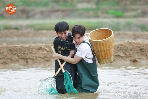 《向往的生活》张杰捕鱼 刘宪华却被鱼 打脸 ?