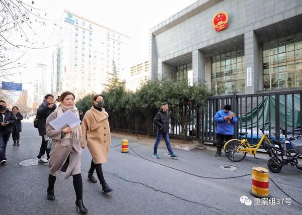 马苏现身法院递诉状 追究黄毅清刑事责任