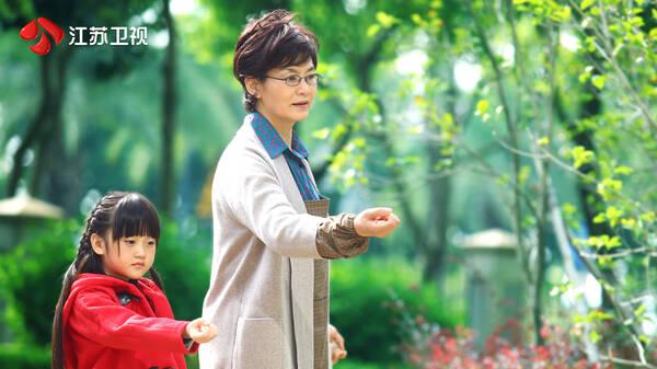 """《我们的爱》潘虹盛赞""""女婿""""靳东:他演得很干净"""