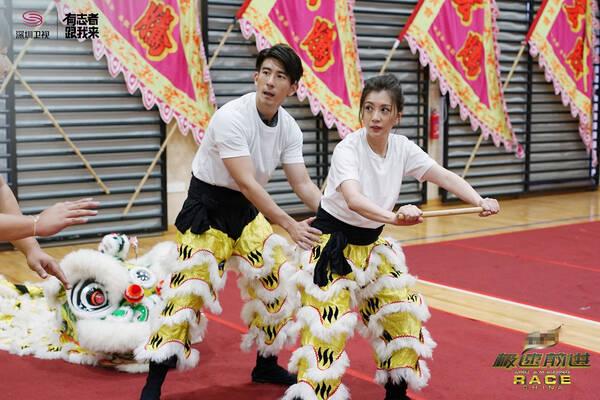 贾静雯舞狮体力耗尽 王丽坤变天外飞仙身姿超美