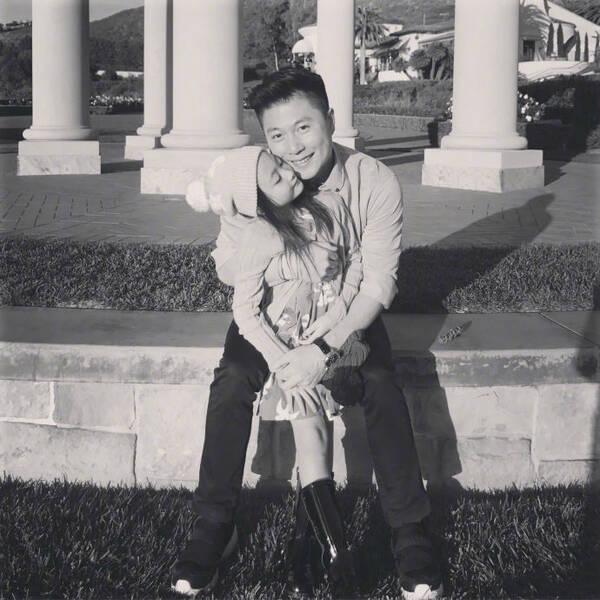 李小鹏晒合照为奥莉庆6岁生日:爱你我的宝贝