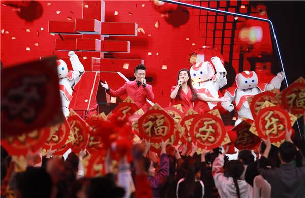 CCTV网络春晚凤凰传奇打造新神曲 侯明昊拒绝偶像标签