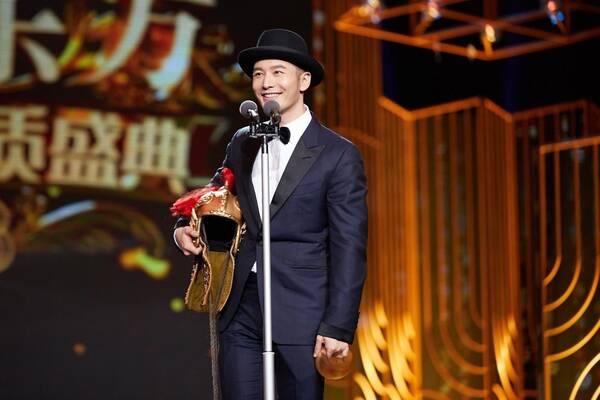 """黄晓明获封""""年度榜样"""" 侯鸿亮赞:好人好演员"""