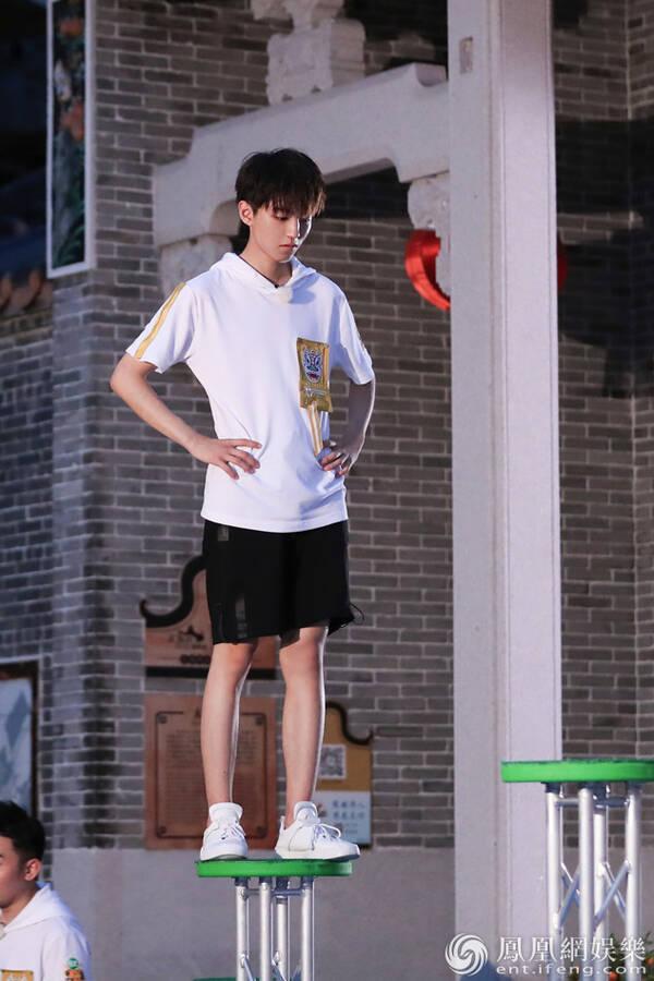 《高能》王俊凱彈跳力破紀錄 董子健單腿站技壓眾人