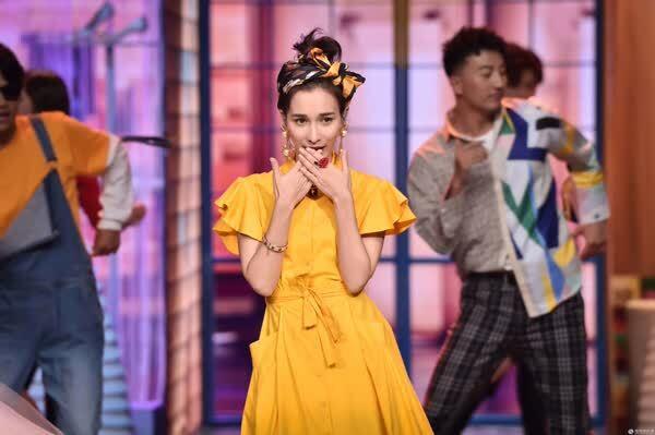 陈学冬《跨界歌王》表白宋佳 竟称她是掌心的一朵花?