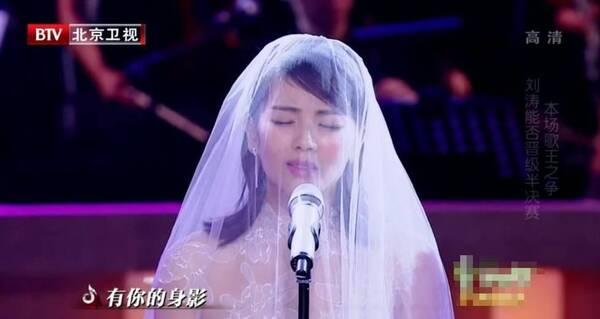 美如画!《跨界歌王》刘涛身披婚纱含泪深情演唱(图)