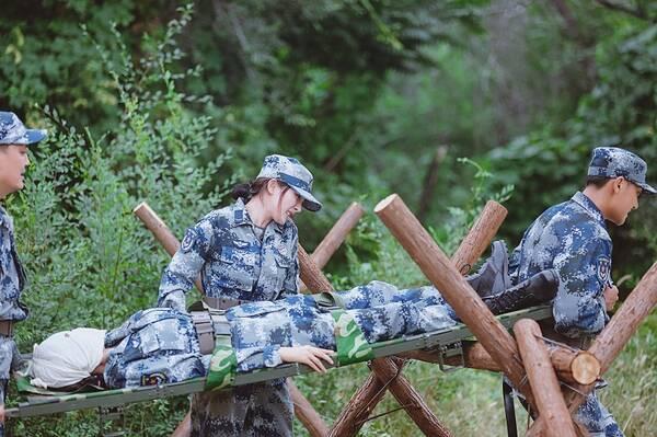 最美战地护士!《真男2》杨幂佟丽娅合力救伤员
