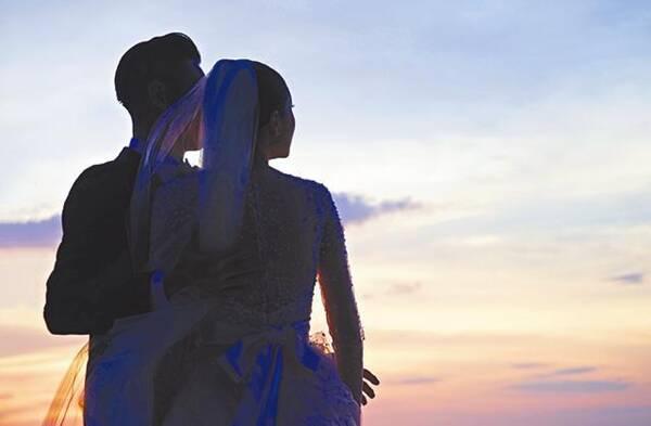 周柏豪发声明承认结婚:她是周太,是最好的