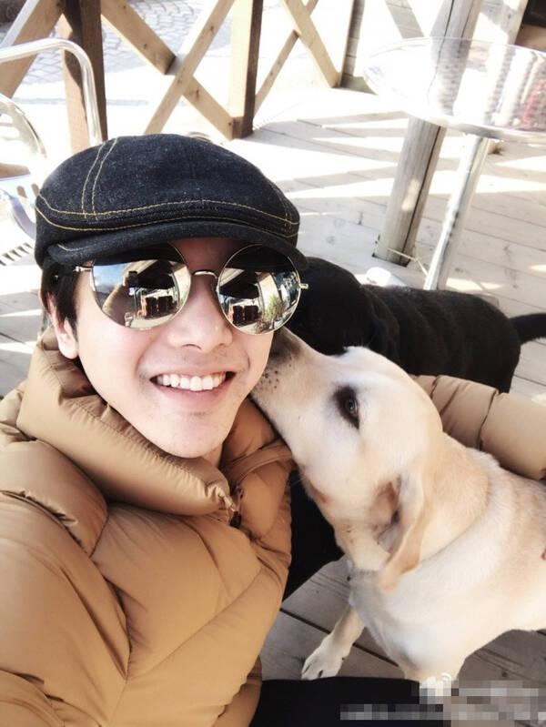 华晨宇情人节晒与爱犬照片 结果网友却说…