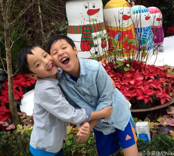 马景涛前妻曝儿子近照 兄弟俩颜值很高(图)