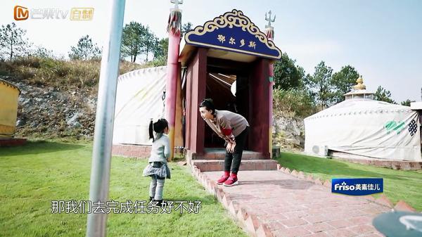 """张歆艺变身""""虎妈""""教孩子 调侃是萌娃""""变形记"""""""