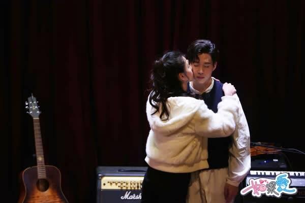 《如果爱》收官陈都灵献吻刘宪华 帽子夫妇惊喜周年庆