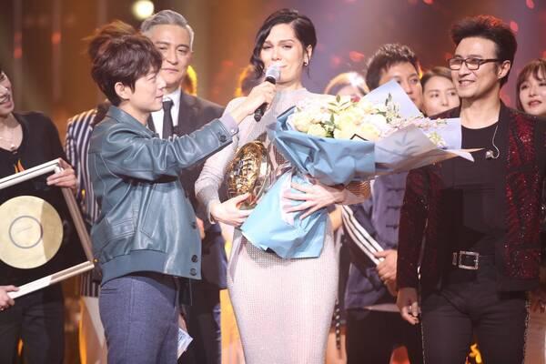 《歌手》Jessie J成为首位外籍歌王 华晨宇获年度金曲