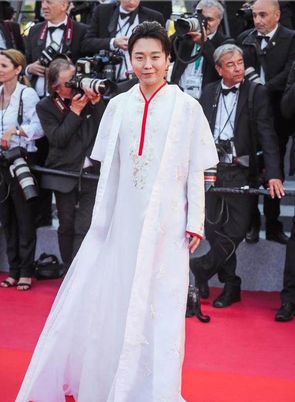 """李玉刚工作室发声明 澄清红毯""""被驱赶""""谣言"""